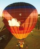 Bunter Heißluftballon Feld Menschen