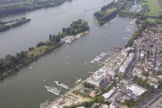 Wasser und Hafen Fluss Rhein